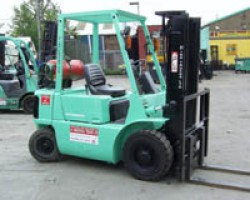 "Capacity : 2.0 Tonnes Lift Height: 3.0 Meters Price Per Week: £28.00 Ref:C03017  [themify_button style=""small rounded"" color=""#00b274"" link=""http://a1industrialtrucks.co.uk/contact/"" text=""#ffffff"" ]Enquire[/themify_button]"
